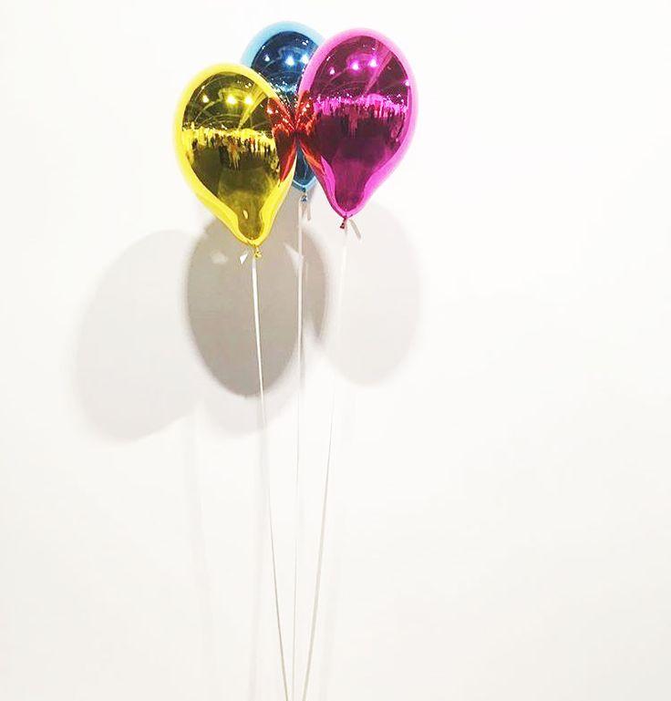 Num clima mais leve: balões metálicos de Jeppe Hein