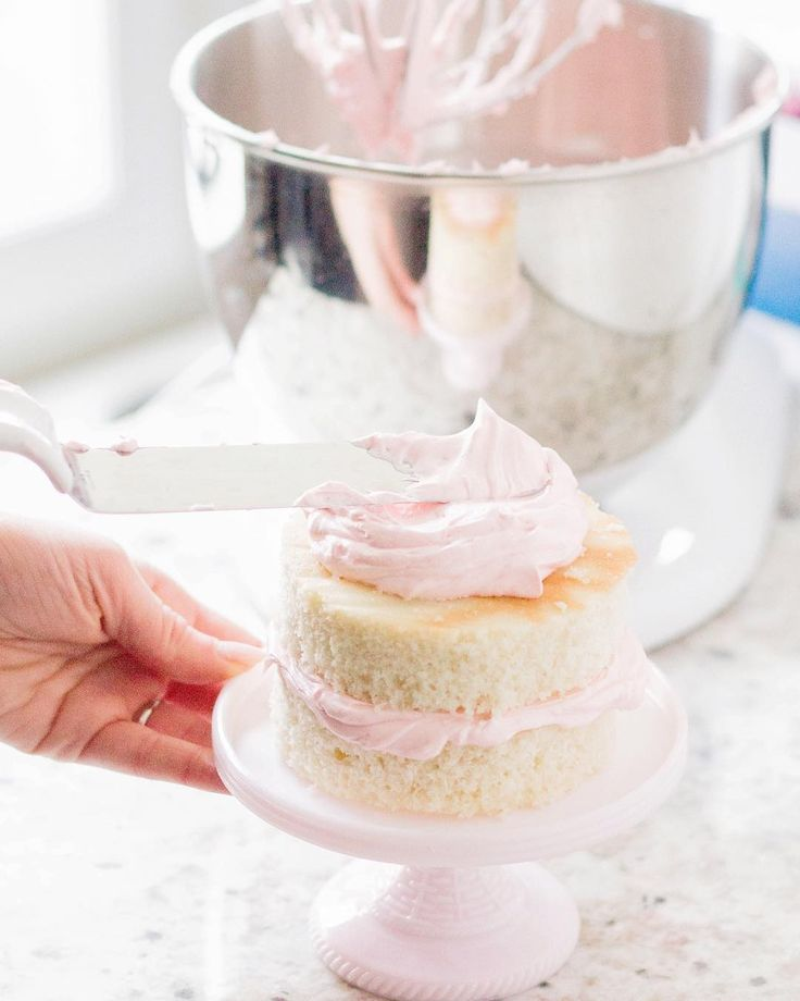 Whipping up a sweet treat for Easter? @meganpatterson's layered cake looks so festive displayed on our roseite cake stand from @macys!