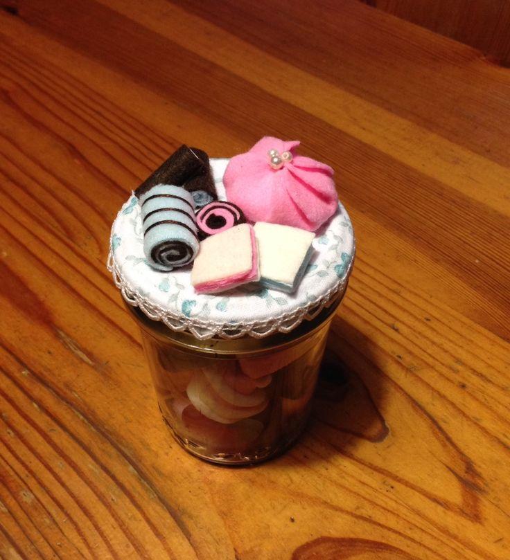 Meringhe, marshmallow, caramelle di liquirizia, gommose? Ecco il perfetto contenitore! Rigorosamente handmade.
