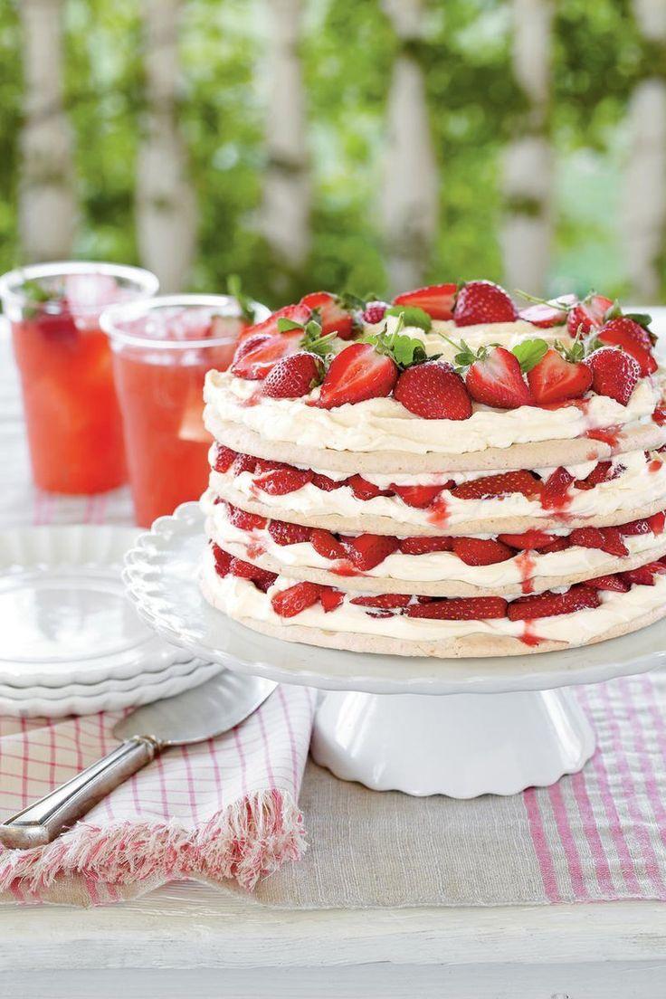 Fresh Strawberry Meringue Cake Recipe