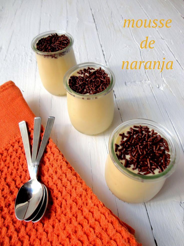 cocinaros: Mousse de Naranja Ingredientes: - 350ml zumo de naranja.  - 100ml agua.  - 2 huevos. - 180grs azúcar.  - 1 cucharada de maizena. - 1 pizca de sal.