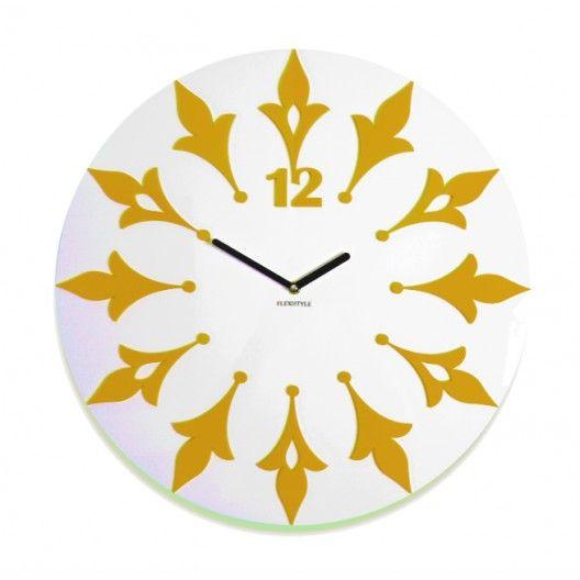 Okrúhle hodiny na stenu bielej farby