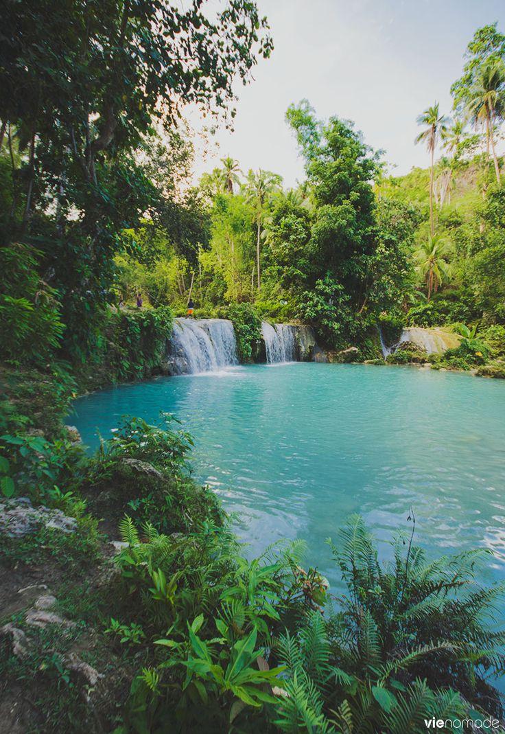Chute d'eau Cambugahay, à Siquijor//Siquijor est une île et une province des Philippines faisant partie de la région des Visayas centrales. Wikipédia