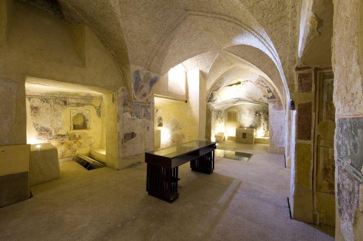 Cripta della Cattedrale dell'Assunta al castello Aragonese di Ischia. le cappelle della cripta, oggetto dell'intervento di restauro