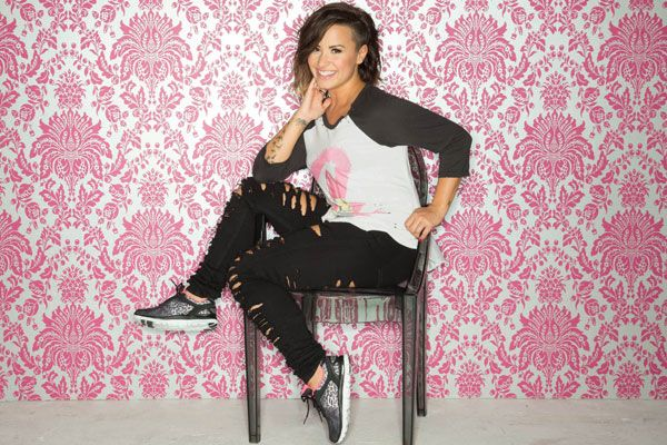 Demi Lovato Skechers Holiday Collection 2014 - Demi Lovato Skechers Memory Foam Sneakers - Seventeen