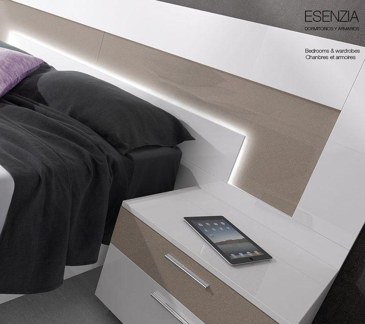 Composición con un cabezal con luz Led del catálogo de dormitorios y armarios Esenzia de BaixModuls