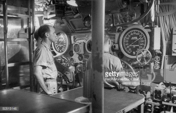 men-sitting-at-controls-in-torpedo-room-of-submarine-picture-id50515146 (594×382)