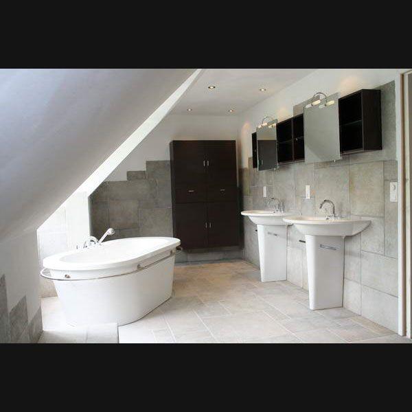 115 best images about badkamer idee n on pinterest toilets philippe starck and de stijl - Model badkamer betegeld ...