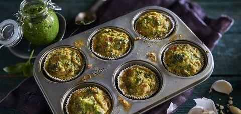 Brokkoli-Muffins mit Mandel-Basilikum-Pesto