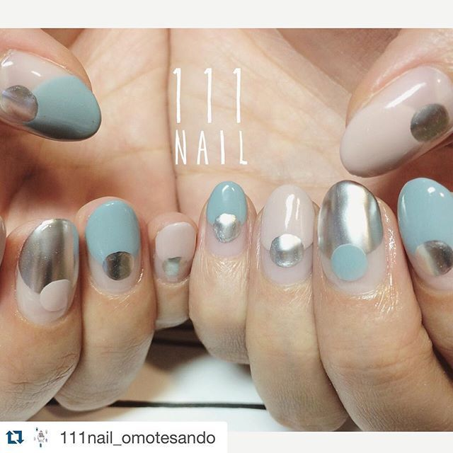 nailartgangSuch beautiful tones! #nailartgang #Repost @111nail_omotesando with @repostapp. ・・・ ⚪️○⚪️○ #nail#art#nailart#ネイル#ネイルアート#バルーンフレンチ#cool#mode#metallic#round#ショートネイル#ネイルサロン #nailsalon#表参道