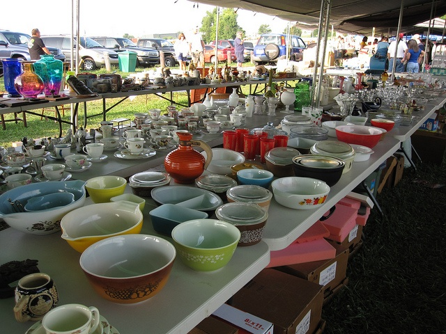 The Longest Yard Sale by sideproject3, via Flickr-What Heaven is that? Pyrex Bowls!!!!!!!!!!!!!!!