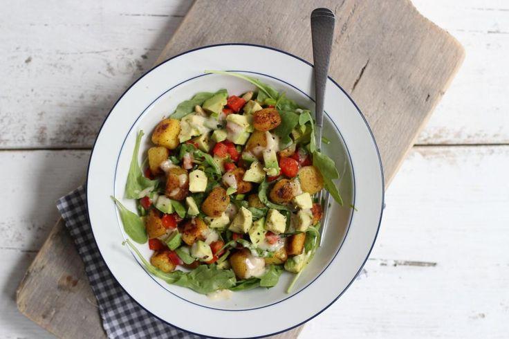 Maaltijdsalade met krieltjes en avocado - Lekker en Simpel