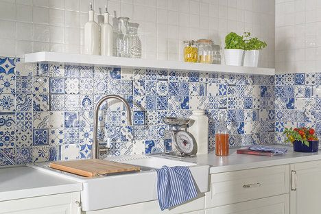 Přestože série Majolika působí jako mozaika 10 x 10 cm, jedná se o formát 20 x 60 cm, který zjednoduší pokládku a usnadní běžný úklid znečištěných spár především v kuchyni, cena 699 Kč/1 m²; RAKO