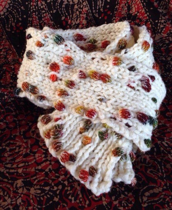 木の実の帽子と色違いの糸で編みました。一目ゴム編みのマフラーです。|ハンドメイド、手作り、手仕事品の通販・販売・購入ならCreema。