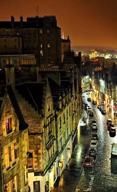 Old Town ~ Edinburgh, Scotland   Flickr - Photo by Far from the Saddening Crowds
