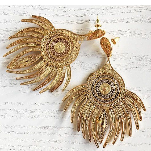 Thank you @fashiontop5 for the beautiful pic of our Peacock Earrings ✨✨✨ #statementearrings #colombia #tresalmas #filigree
