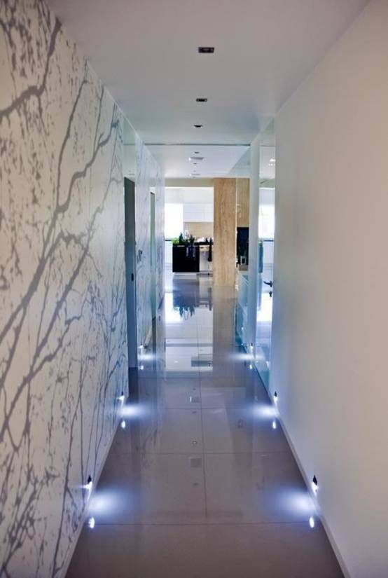 Simple but effective lighting in this modern hallway with shiny floor and wallpaper. By: Abakon sp. z o.o. spółka komandytowa