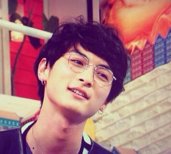 こんな眼鏡高良健吾だから似合うんだよ http://t.co/WCc2futv9S