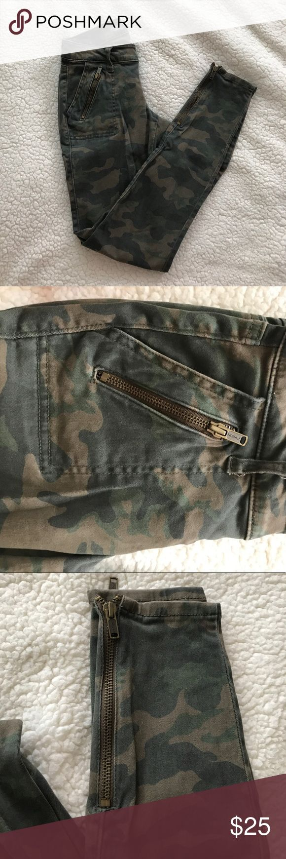 Camo Skinny Jeans Rockstar fit Old Navy skinny jeans. Camo print with zipper detail on front pockets and ankles. Super cute and comfy Old Navy Jeans Skinny