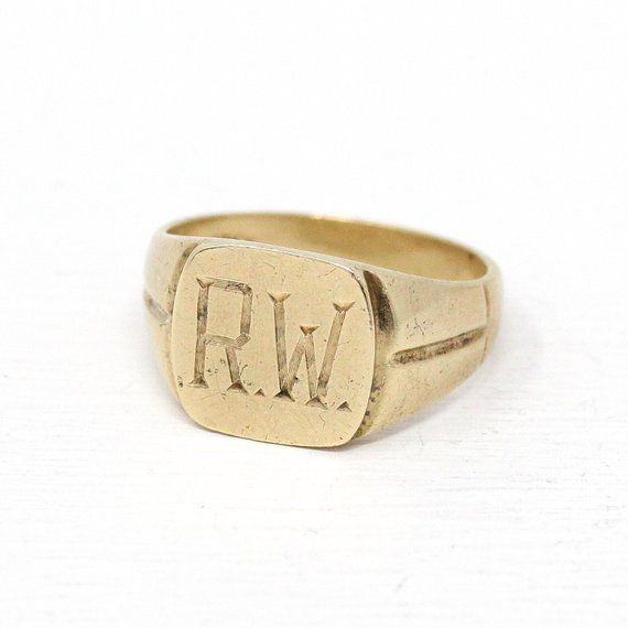 Classic Vintage 1940s Retro Era 10k Gold Letters R W Signet Ring This Stylish Vintage Ring Has A Uniquely Shaped Ring Retro Ring Retro Jewelry Gold Monogram
