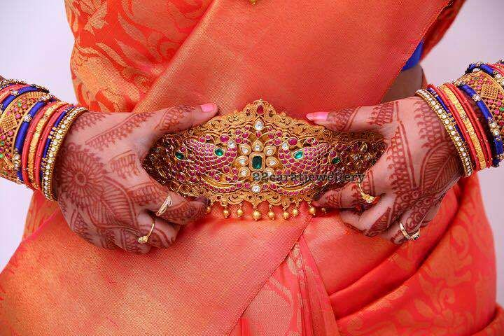 bride-in-goldballs-long-set-vaddanam1.JPG (720×480)