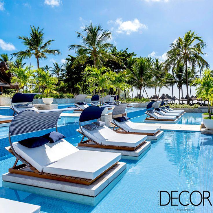 Na Bahia, renovação do complexo de piscinas do Tivoli Ecoresort Praia do Forte traz espreguiçadeiras duplas dentro da água e permite maior contemplação da paisagem praiana.