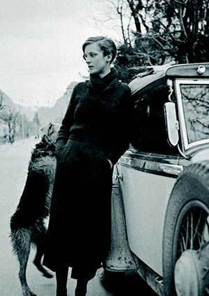 Annemarie Schwarzenbach (1908-1942), novelist, journalist, photographer and archaeologist from a wealthy industrialist family fled an environment that crashed into their own desires, from Russia to Persia, from the U.S. to the Congo.