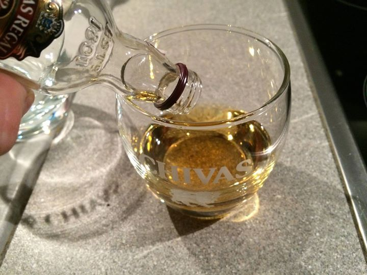 Małe buteleczki największa furorę robiły #ChivasRegalPolska https://www.facebook.com/photo.php?fbid=678597555515699&set=o.145945315936&type=3&src=https%3A%2F%2Fscontent-a-fra.xx.fbcdn.net%2Fhphotos-prn1%2Ft31.0-8%2F10010459_678597555515699_797332133_o.jpg&smallsrc=https%3A%2F%2Fscontent-a-fra.xx.fbcdn.net%2Fhphotos-prn2%2Ft1.0-9%2F1506059_678597555515699_797332133_n.jpg&size=2048%2C1536