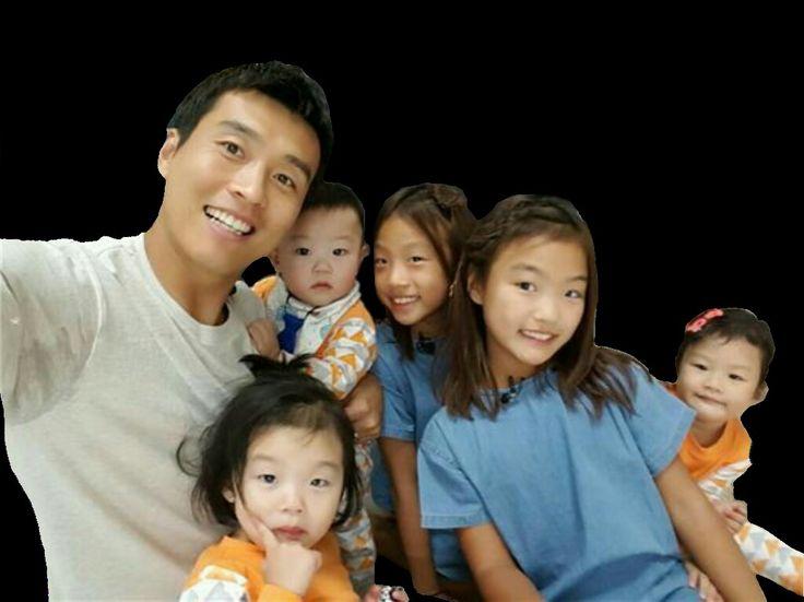 Lee Dong Gook + 5 siblings png  (이동국 + 오나매)