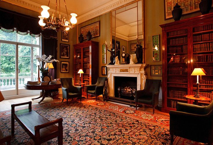 The Library at Spencer House offers views of the garden and is where guests can enjoy pre-dinner drinks and canapés.