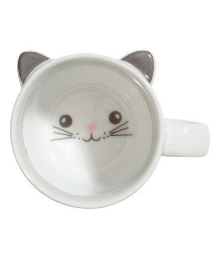 Check this out! Krus i porcelæn med ører og trykt motiv i bunden. Diameter 7,5 cm, højde 7,5 cm. – Gå ind på hm.com for at se mere.