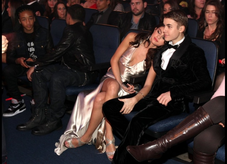 so fucking adorable. Selena Gomez & Justin Bieber. I cannot act like I'm not thoroughly jealous.