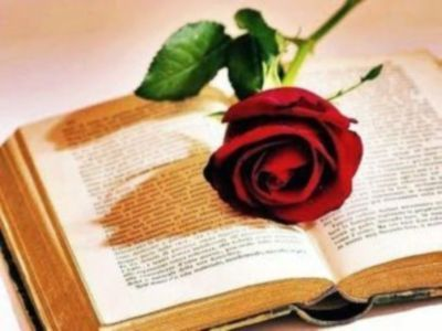 """""""Disse: Credo nella poesia, nell'amore, nella morte, perciò credo nell'immortalità. Scrivo un verso, scrivo il mondo; esisto; esiste il mondo. Dall'estremità del mio mignolo scorre un fiume. Il cielo è sette volte azzurro. Questa purezza è di nuovo la prima verità, il mio ultimo desiderio."""" (Yiannis Ritsos, """"Lascito"""")   Il poeta greco Yiannis Ritsos nasceva l'1 maggio 1909.   Un Felice Maggio di Poesia a Tutti!!        la redazione de """"imieilibri.it"""" (http://www.imieilibri.it)"""