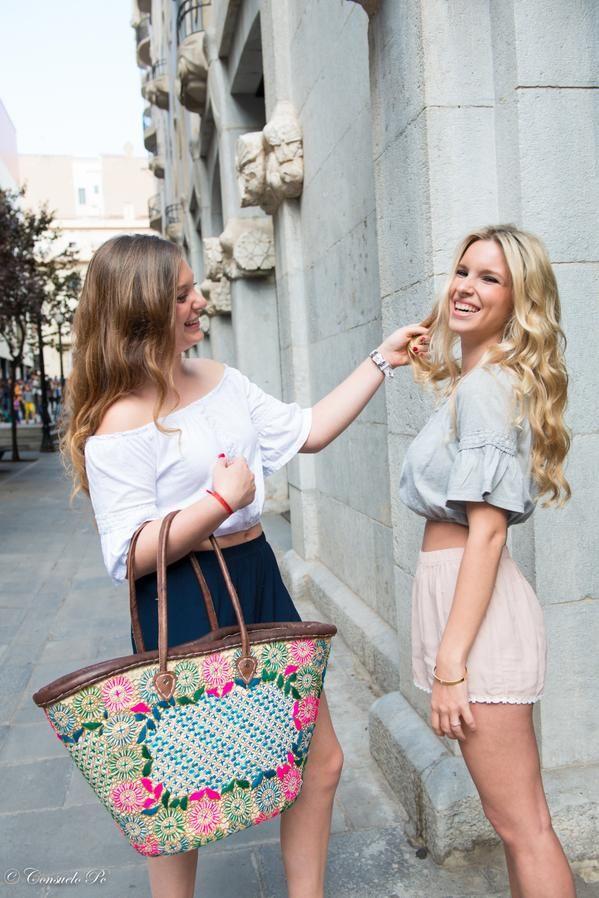 Nos gusta la moda, por eso colaboramos con In Love With. Fotografía:Consuelo Pc. Modelos: Andrea Vilar y Edit Abella.
