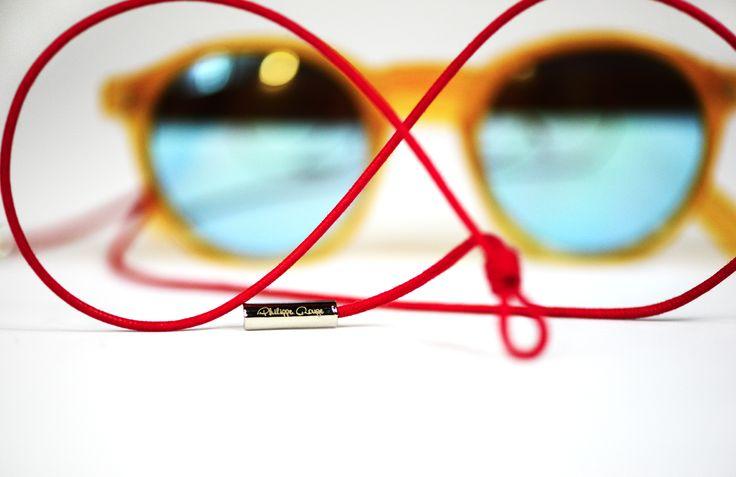 #ilcordinoportaocchiali, protagonista insieme all' occhiale è l'attività manifatturiera degli accessori che gli ruotano intorno e che completano la collezione. Ogni montatura infatti è accompagnata dal cordino porta occhiali design Philippe Rouge, anche' esso realizzato artigianalmente in Italia. #eyewear #details #PhilippeRouge