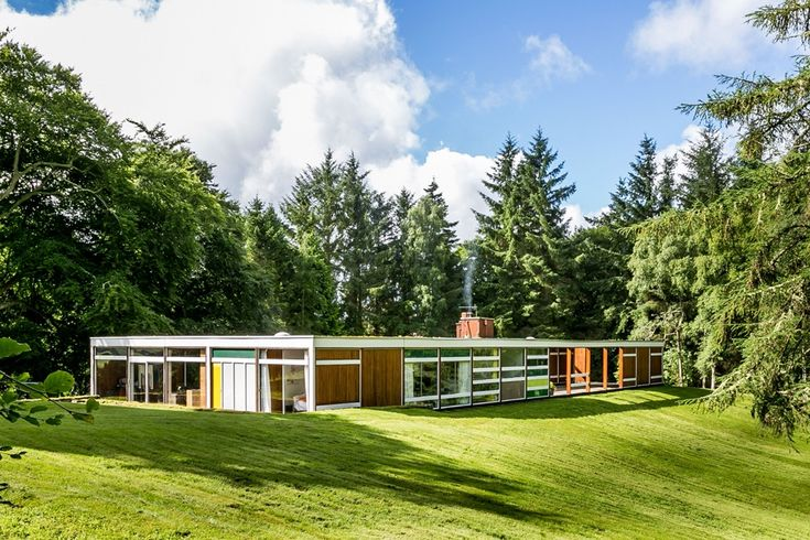 When looking at pictures of High Sunderland, our immediate thought was, why can't all homes be this good?Located in Selkirk, Scotland, 35 miles south of Edinburgh, themid-century homewas built for Serbian textile designer Bernat Klein in 1957 by British architect Peter Womersley. Born in 1923, Womersley lived for much of his life in the Scottish Borders, where High Sunderland, and several of his other key projects were built.