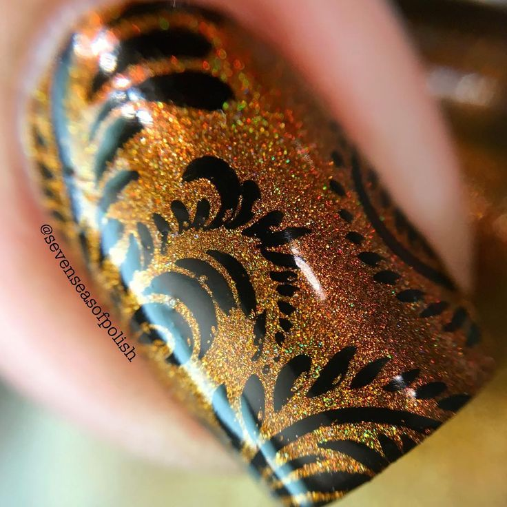 Macro of @superchiclacquer Rum-Billie