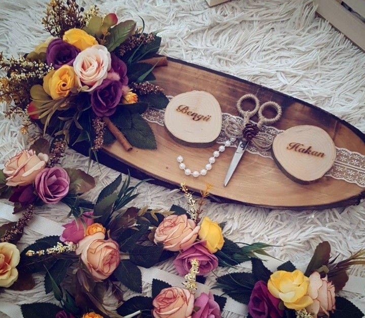 Kütük nişan tepsisi #kütüktepsi #kütüknişantepsisi #kutuktepsi #rustic #burlap #wedding #engagement #nisanorganizasyonu #soztepsileri #sozhediyelikleri #nisantepsisi #nişantepsisi #yuzukyukseltici #yuzuktepsisi #love #handmade #craft #kurucicek #gelinlik #gelinbuketi #ahsap #agac #nature #vintage #anıdefteri #anı #damatfincani #damatkahvesi #damattepsisi