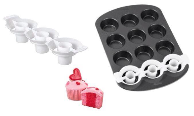#Wilton realizza un pratico #inserto in plastica per piastre da #cupcakes che ti permette di creare fantastici #dolcetti a due colori. (Ideato per #muffin di misura standard).