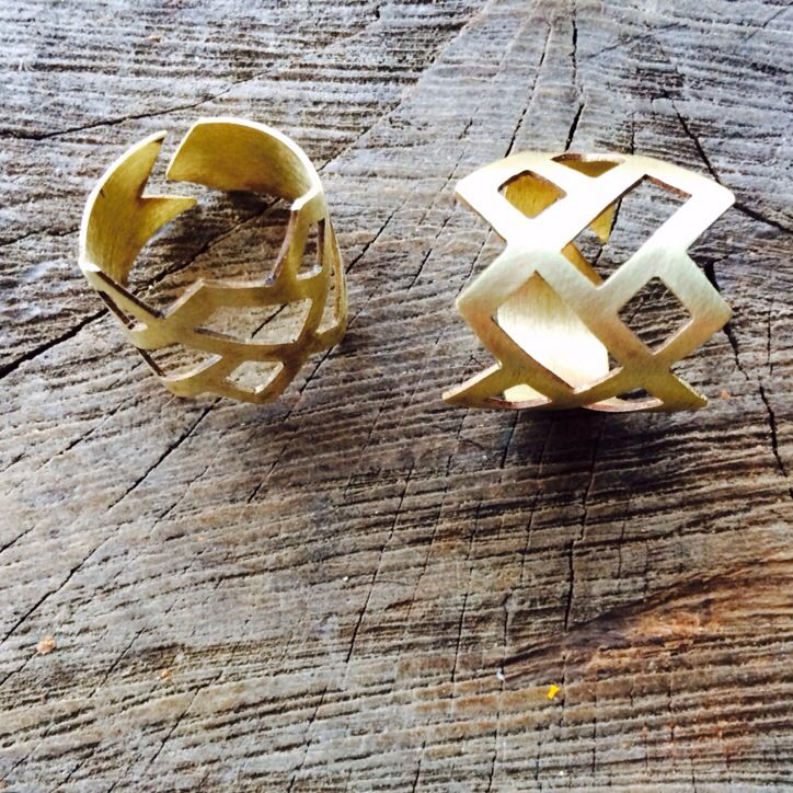 Pierced bronze ring :: Caro Fischer :: Joyería Contempránea de Autor :: Contemporary Handcrafted Jewelry