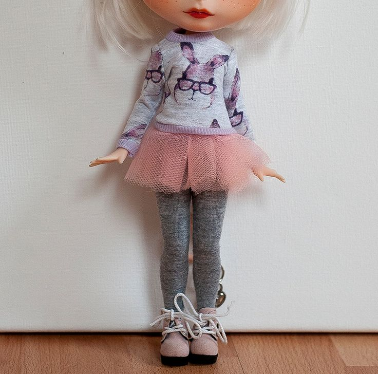 "Blythe kleding set ""Klein konijn"" roze versie (blythe trui, rok en legging) door MomoDollCrafts op Etsy https://www.etsy.com/nl/listing/505231619/blythe-kleding-set-klein-konijn-roze"