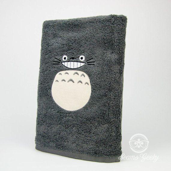 Mon voisin Totoro inspiré  brodé serviette de bain par SeamsGeeky