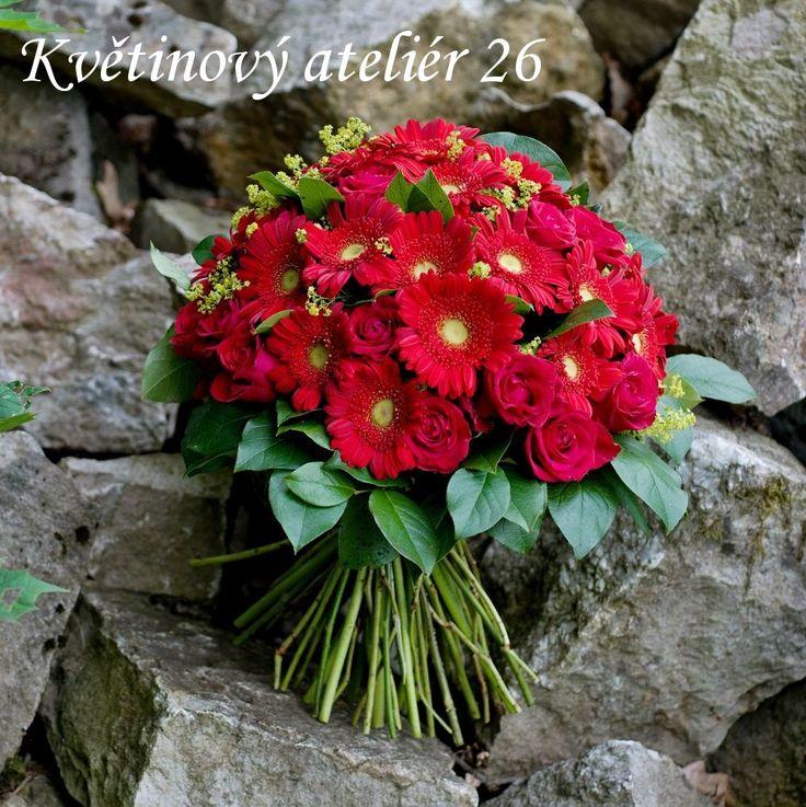 Květinový Ateliér 26 - růžová něžná kytice z růžiček, mini gerber a kontryhelu - objednávejte 607010588 nebo kvetinovy@atelier26.cz