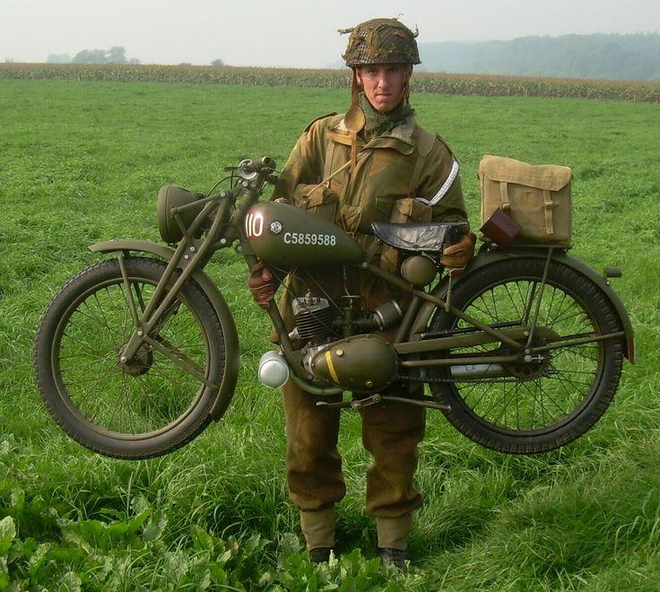 """1944 Royal Enfield """"Flying Flea"""" (diseñados para ser lanzados en paracaídas con las tropas aerotransportadas de la Segunda Guerra Mundial)"""