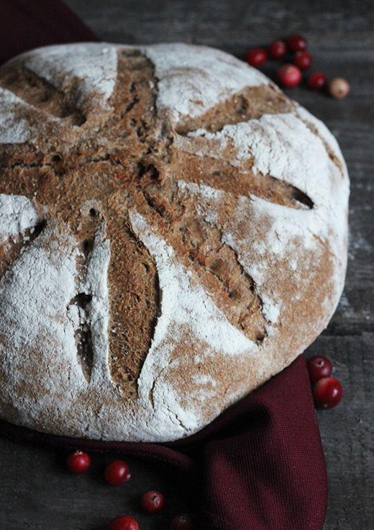 Chleb z musem żurawinowym na zakwasie pszennym
