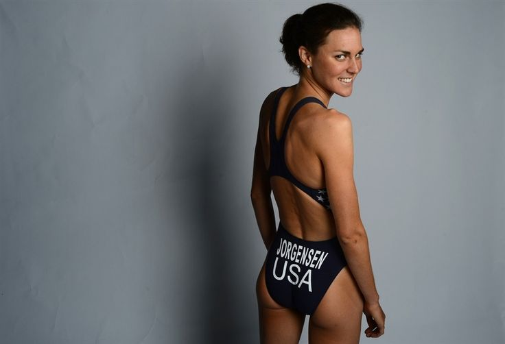Gwen Jorgensen, representing the U.S. in the 2012 Olympic Triathlon just 18 months after competing in her first triathalon. I love her shape <3