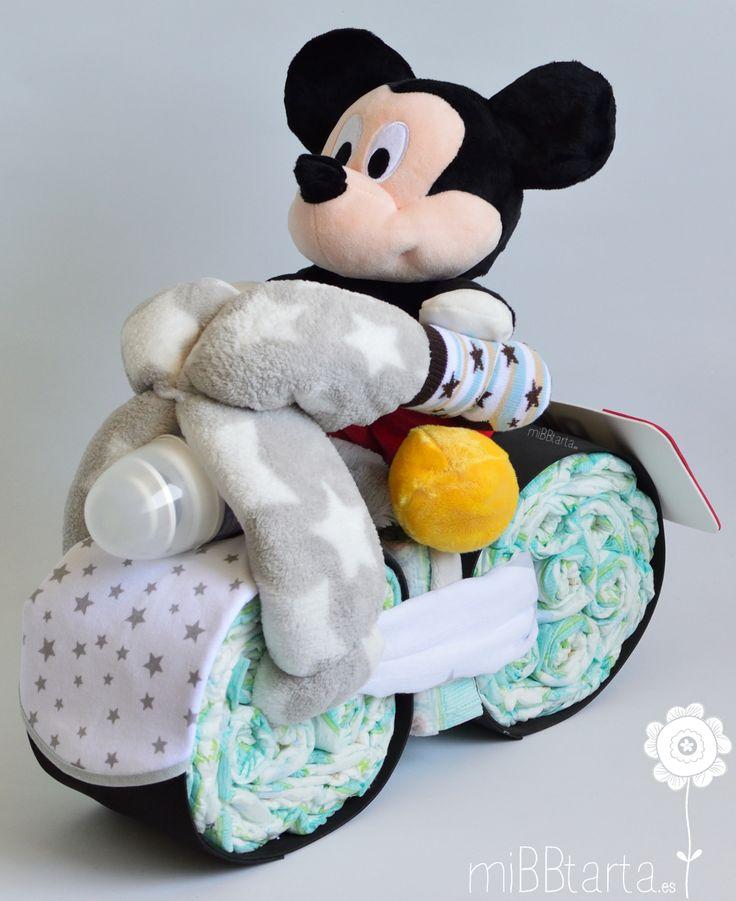 La moto de pañales con Mickey es un regalo de nacimiento que lo tiene todo, original, práctico y con un peluche que podrá acompañar al bebé desde sus primeros días. Si te apetece ver esta divertida tarta de pañales en tonos rosas y su peluche de Minnie haz clic en https://mibbtarta.es/producto/moto-de-panales-mickey-minnie/ #motodepañales motopañales #canastilla #babyshower #regalonacimiento #regalobebe #cestanacimiento #cestabebe #regalosoriginales #tartadepañales #tartasdepañales…