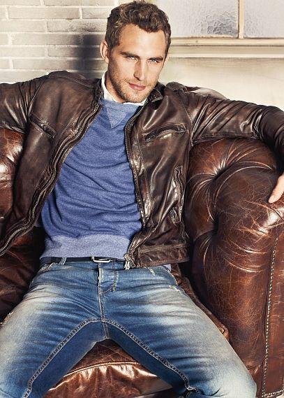 .: Fashion Men, Men Clothing, Denim Jeans, Leather Couch, Fashion Ideas, Men Style, Men Outfits, Men Fashion, Brown Leather Jackets