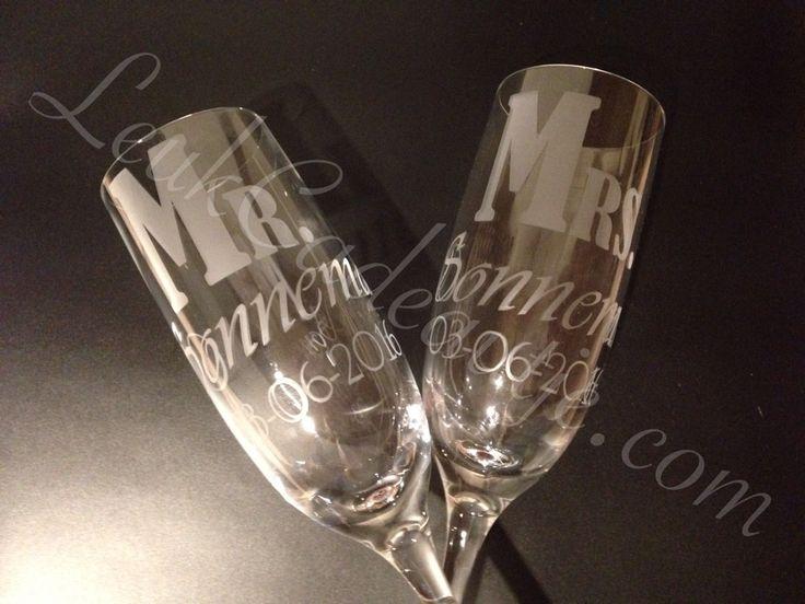 Mr & Mrs. Champagne glazen voor de bruiloft. per setje €15,00