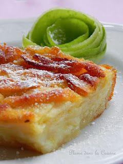 """Ce gâteau n'est pas n'importe quel gâteau aux pommes. Il est fait de pommes, dans ce sens que la pâte ne sert qu'à lier les """"briques"""" de pommes entre elles pour former un mur de pommes. La surface caramélisée du gâteau a formé une couche croquante. C'est non seulement délicieux, mais cela apporte aussi un savoureux contraste avec le concentré de pommes qui forme le corps du gâteau. La texture du gâteau est moelleuse et divinement fruitée."""